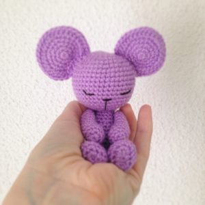 Lisa the crochet mouse - A free crochet pattern. Yarnhild.com | 300x300